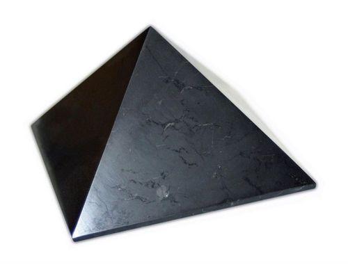 Gepolijste shungite piramide 10 cm